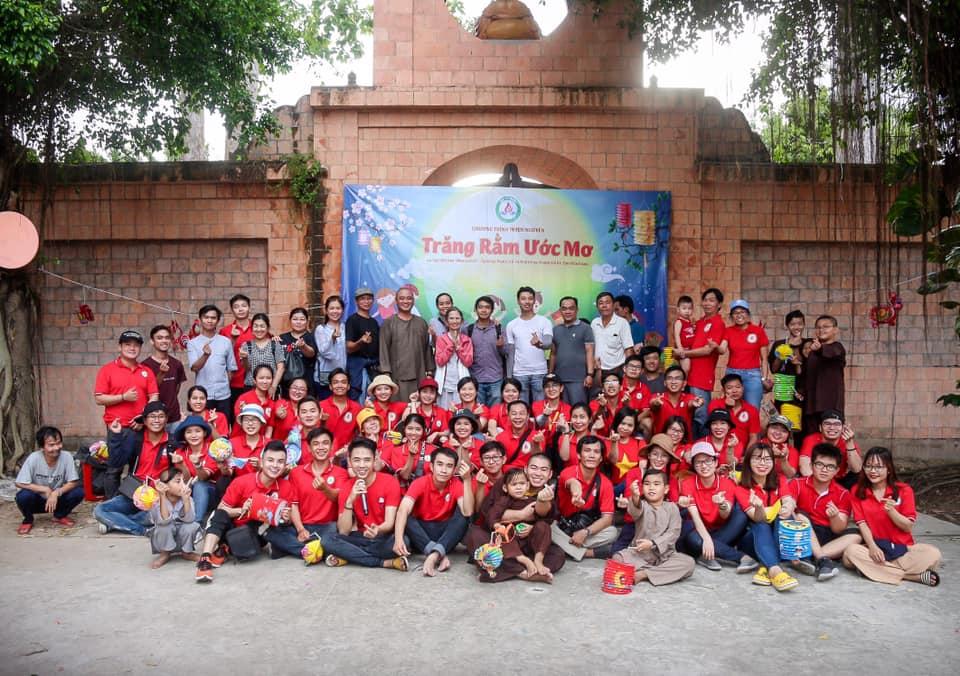 Những thành viên clb Tia Sáng ở Sài Gòn tham gia tổ chức từ thiện