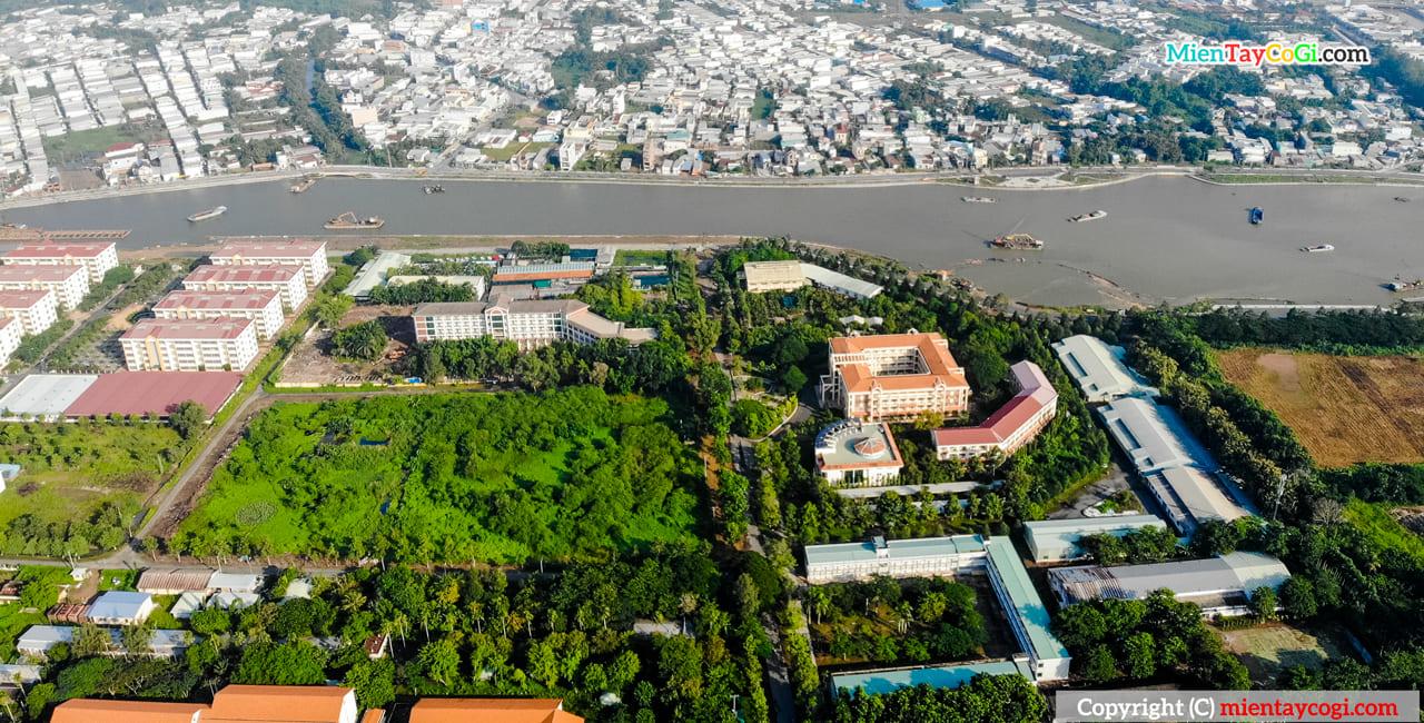 Đại học Cần Thơ ven một con sông