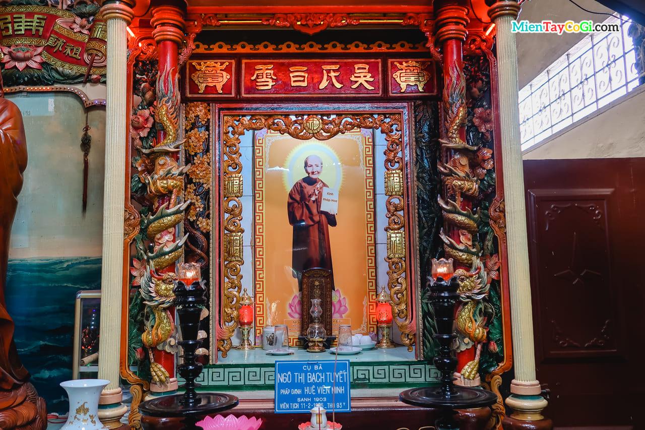 Bà Ngô Thị Bạch Tuyết là người chị của ông Ngô Kim Tòng
