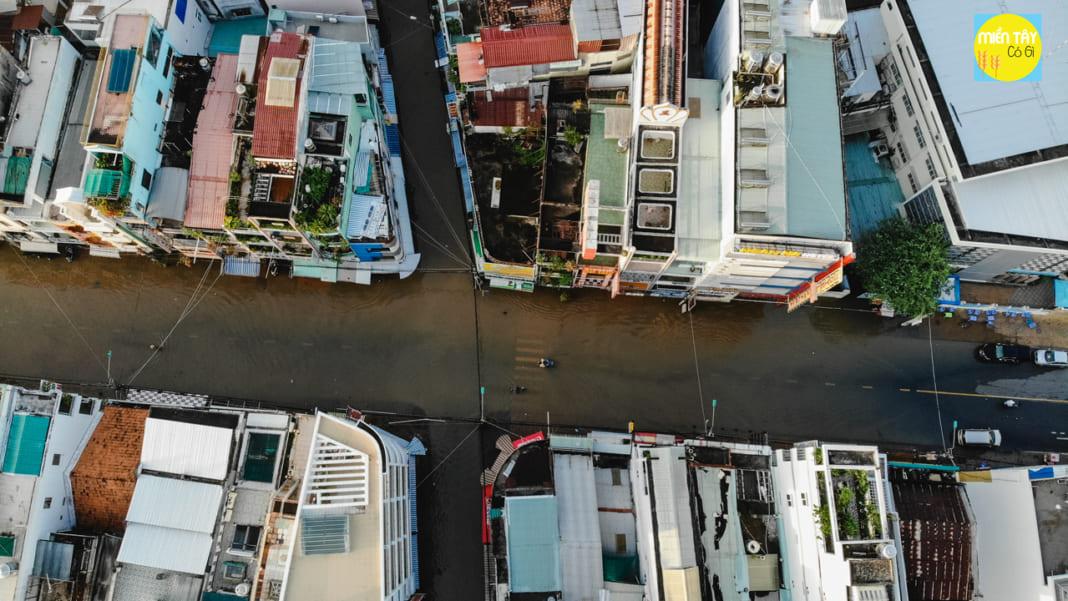 Bến Ninh Kiều Cần Thơ ngập lụt