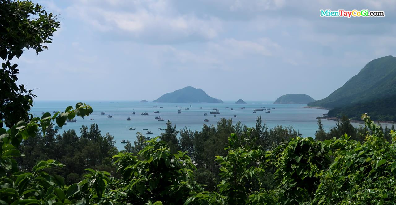 Cảnh biển xinh đẹp nhìn từ chùa vân sơn