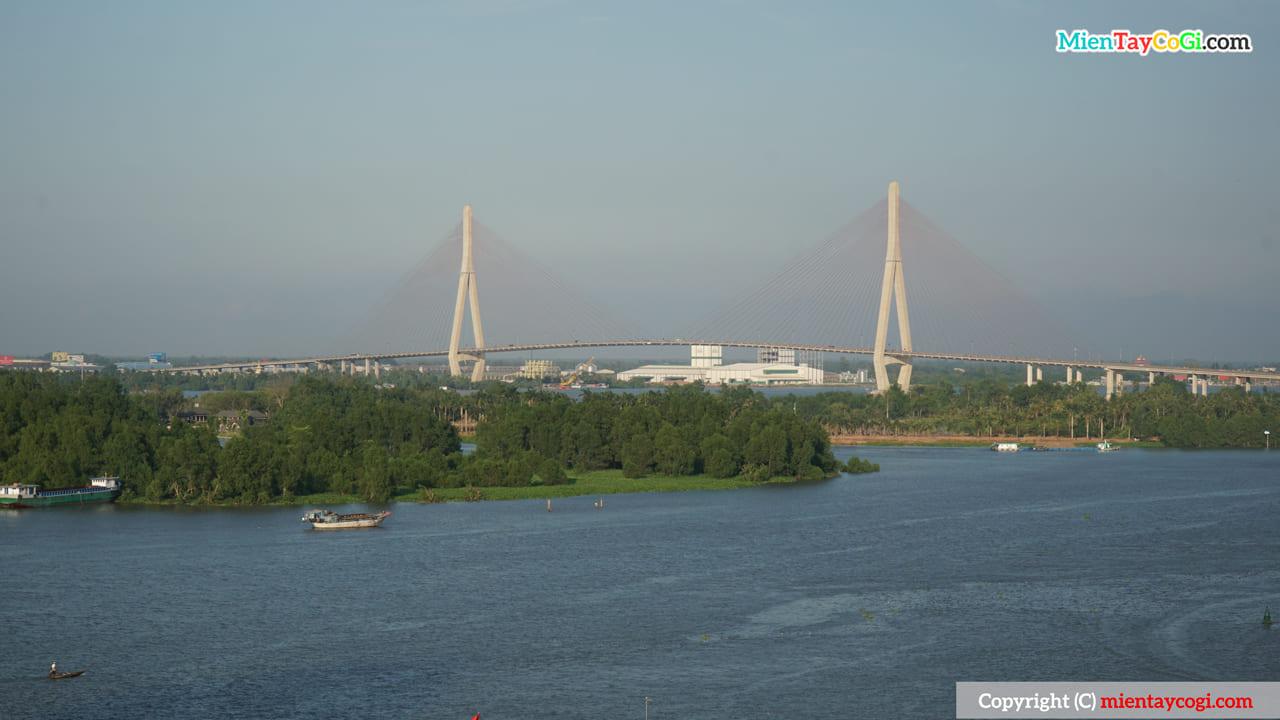 Cầu Cần Thơ nhìn từ Bến Ninh Kiều