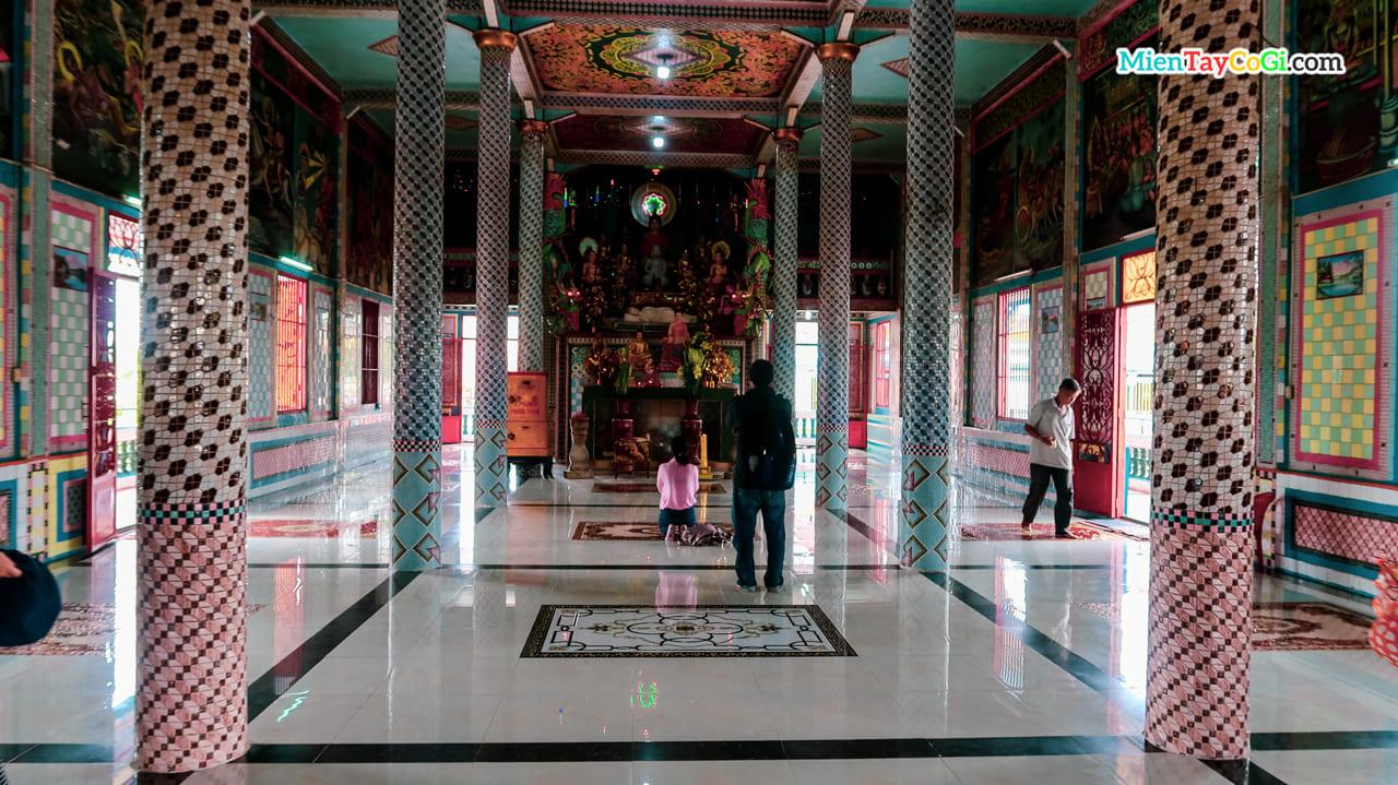 Chánh điện chùa Chén Kiểu