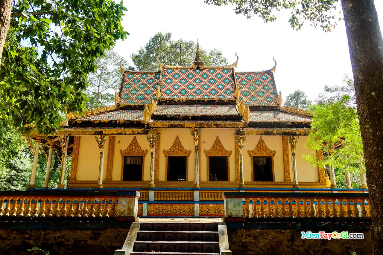 Chùa Dơi hay còn gọi là chùa Mahatup
