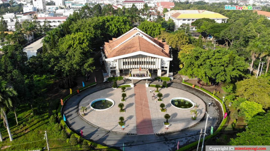 Hội Trường Rùa - Đại học Cần Thơ