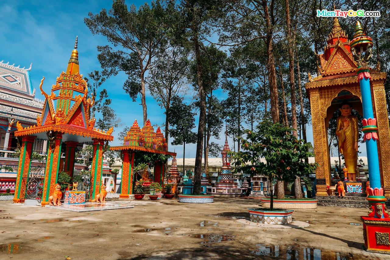 Khuôn viên chùa Chén Kiểu
