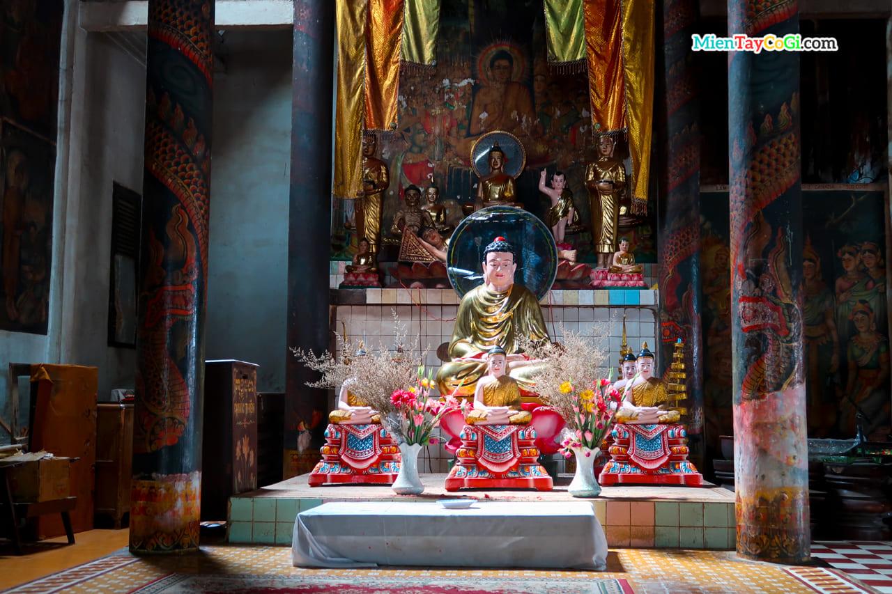 Nơi thờ Phật Thích Ca trong nhà Sala