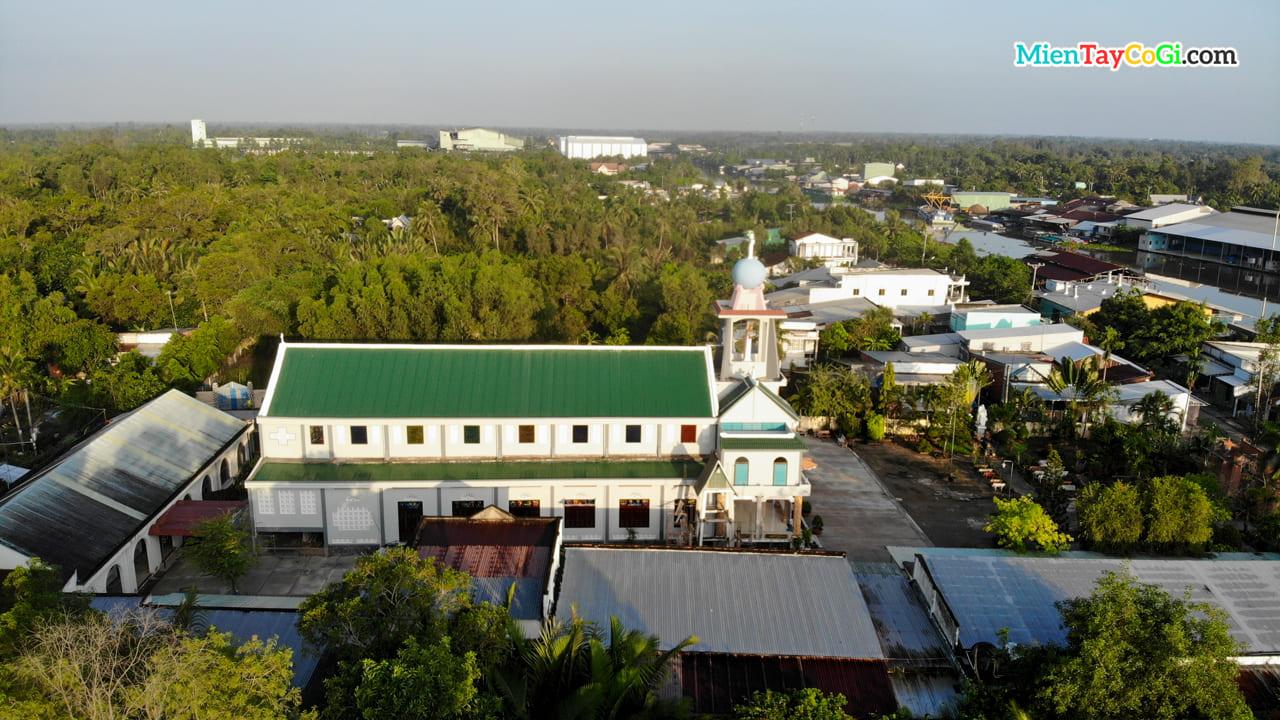 Nhìn theo chiều dọc nhà thờ