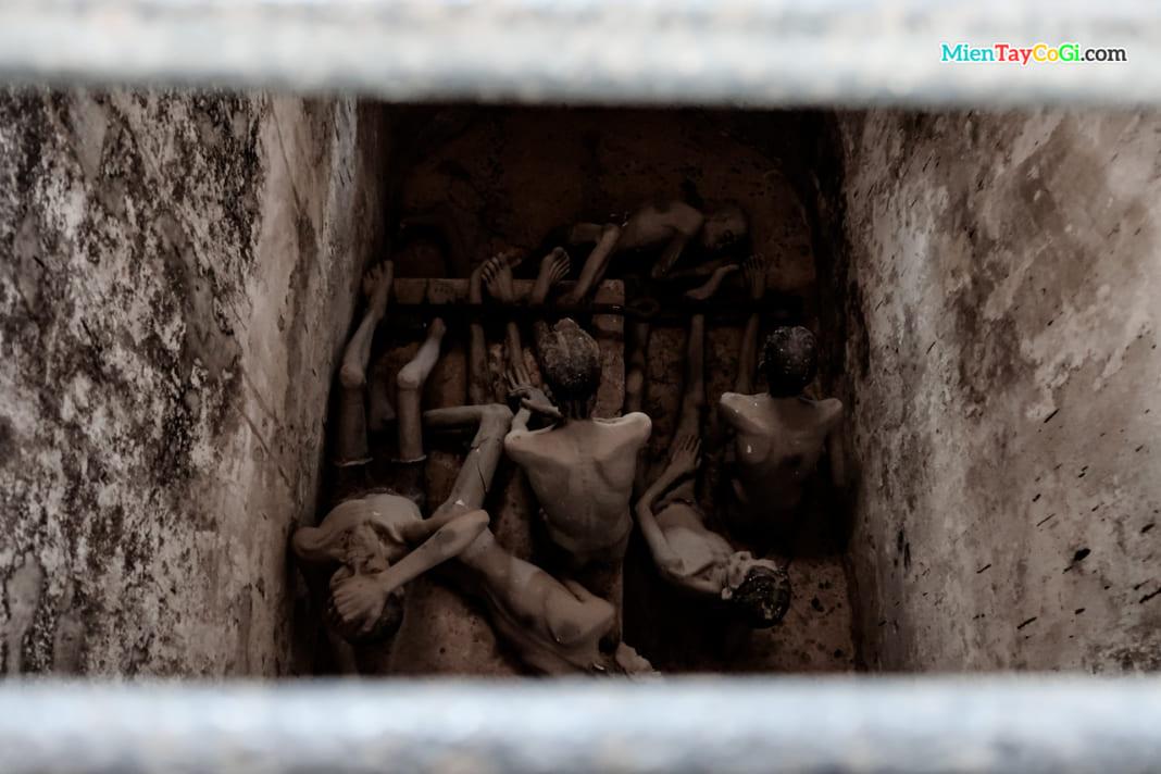 Những người tù tại chuồng cọp