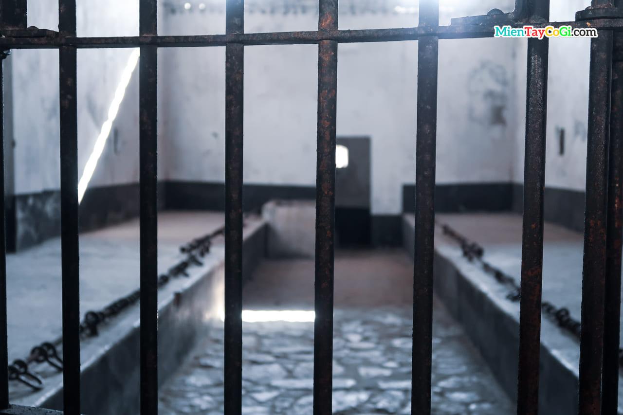 Phòng giam