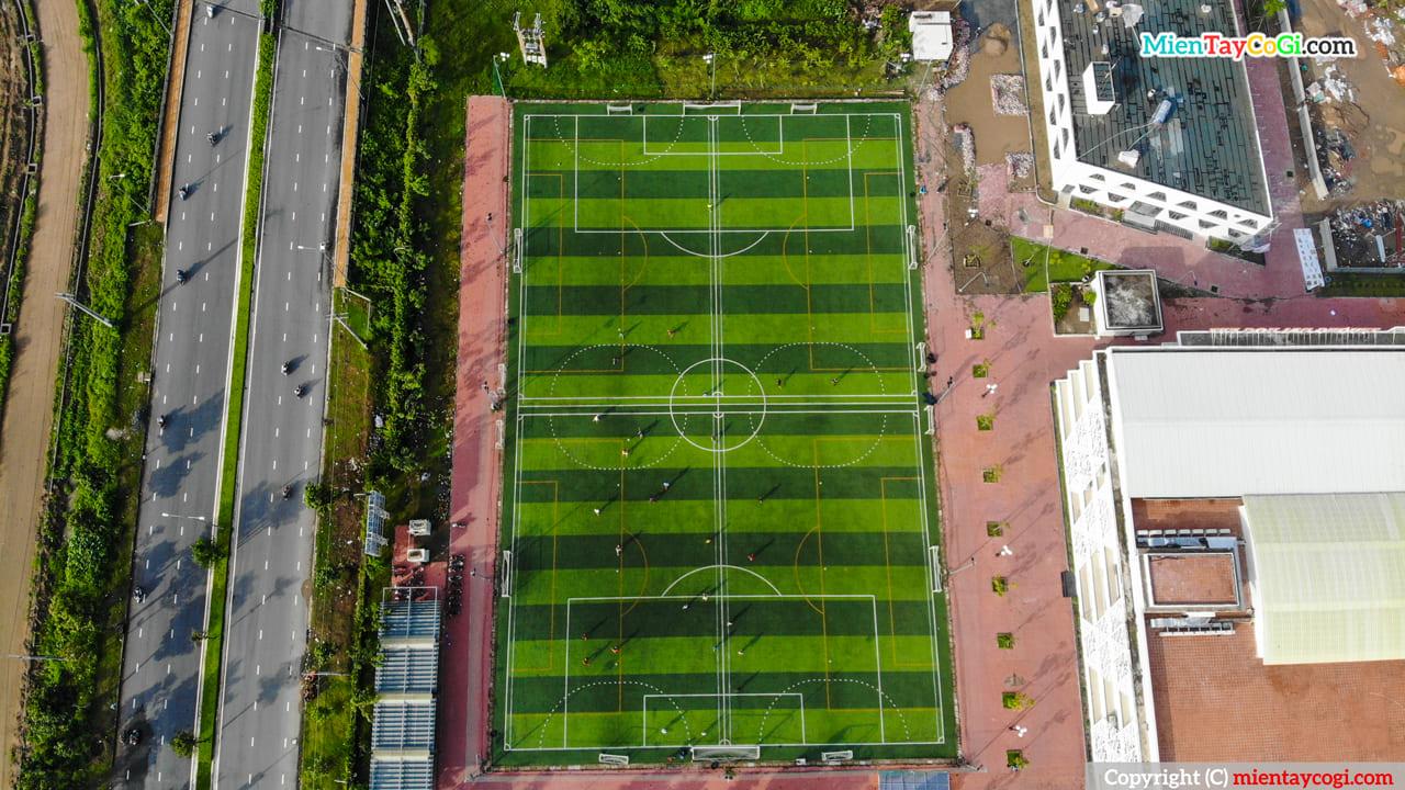 Sân bóng FPT