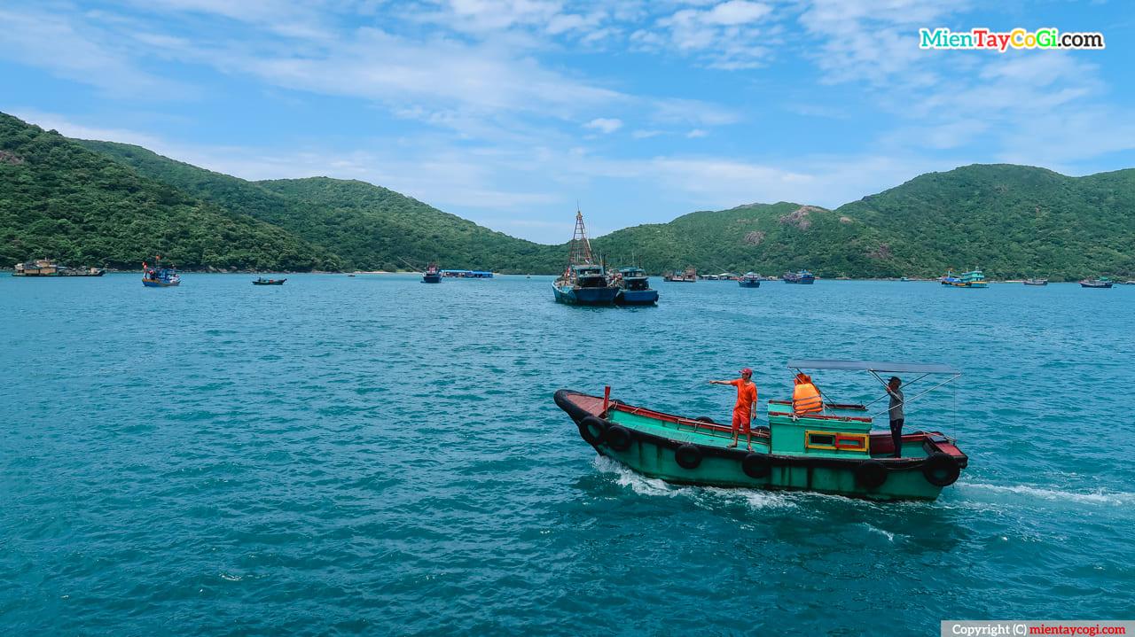 Tàu ra khơi Côn Đảo