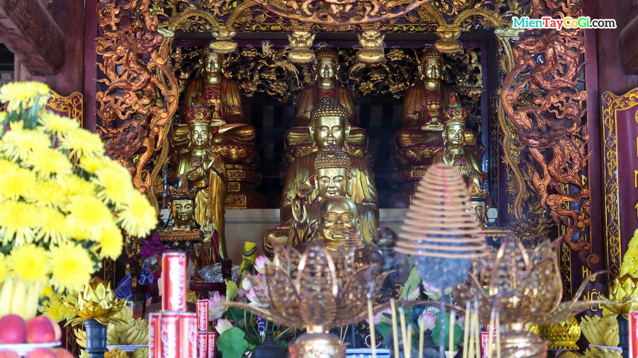 Tượng Phật ở Vân Sơn Tự ở Côn Đảo