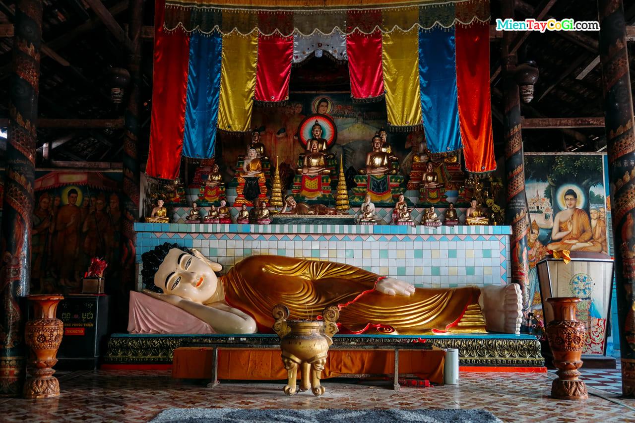 Tượng Phật Thích Ca nằm trong nhà Sala chùa Dơi