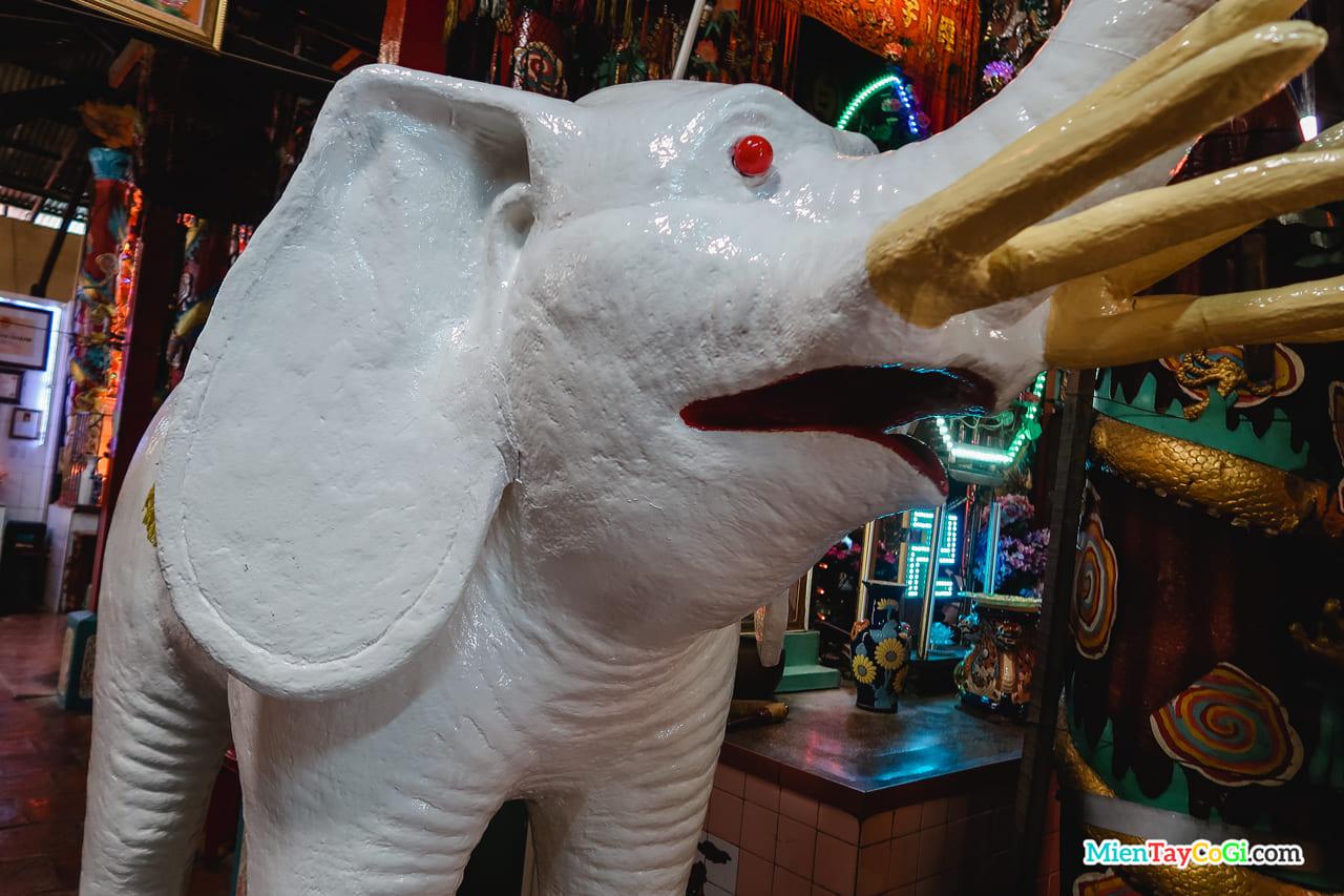 Tượng voi trắng