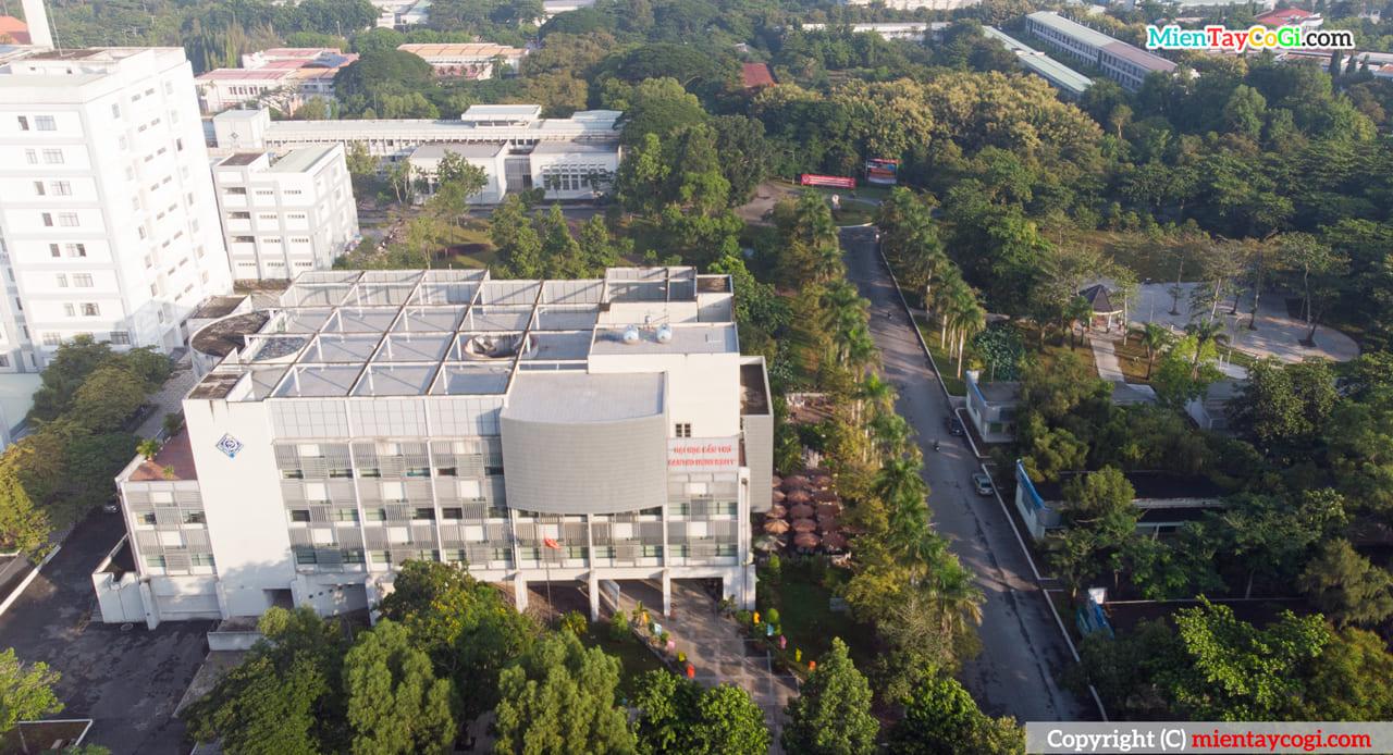 Trung tâm học liệu Flycam