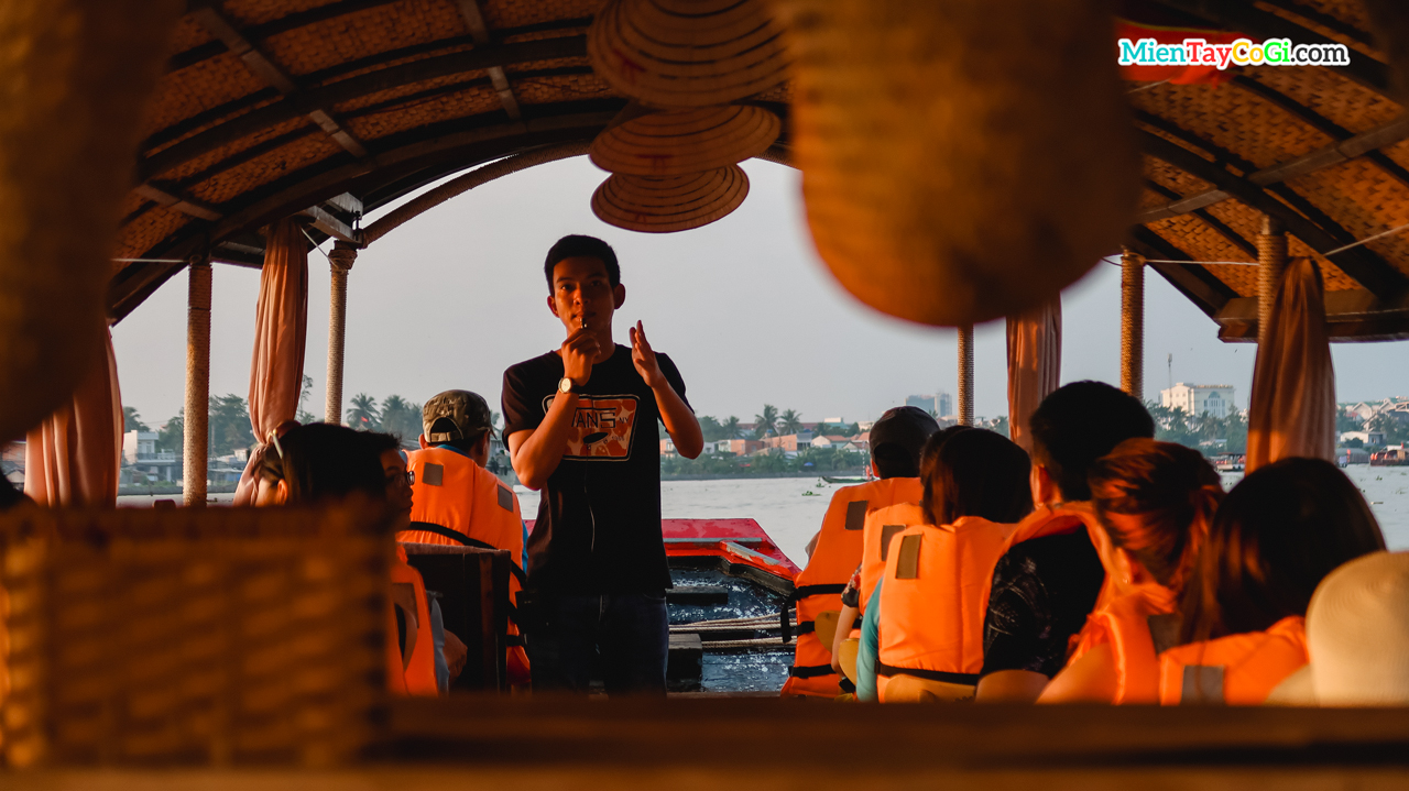 Tour guide explains about the Cai Rang floating market in Vietnam