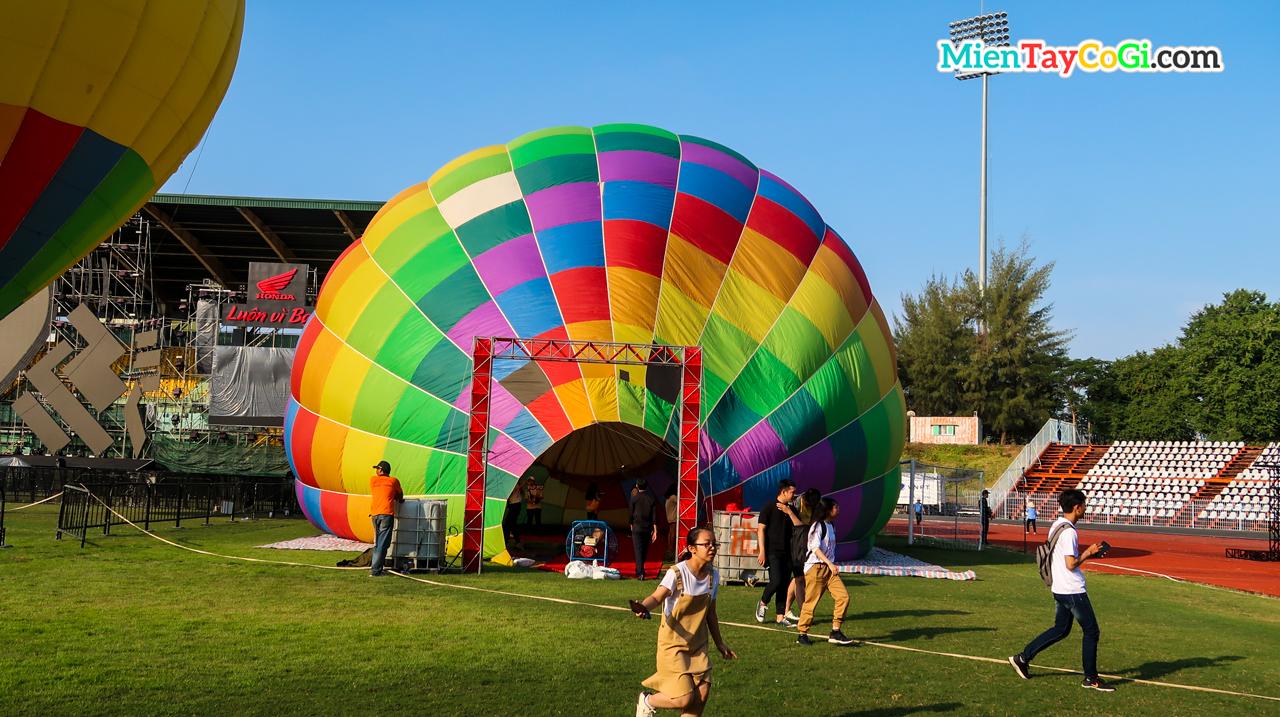 Mô hình khinh khí cầu để vào trong chụp ảnh