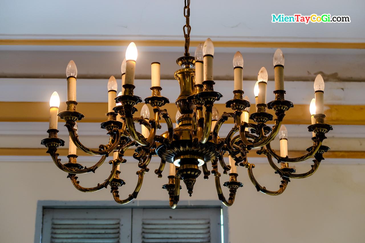 Bộ đèn treo quý giá nhà công tử Bạc Liêu