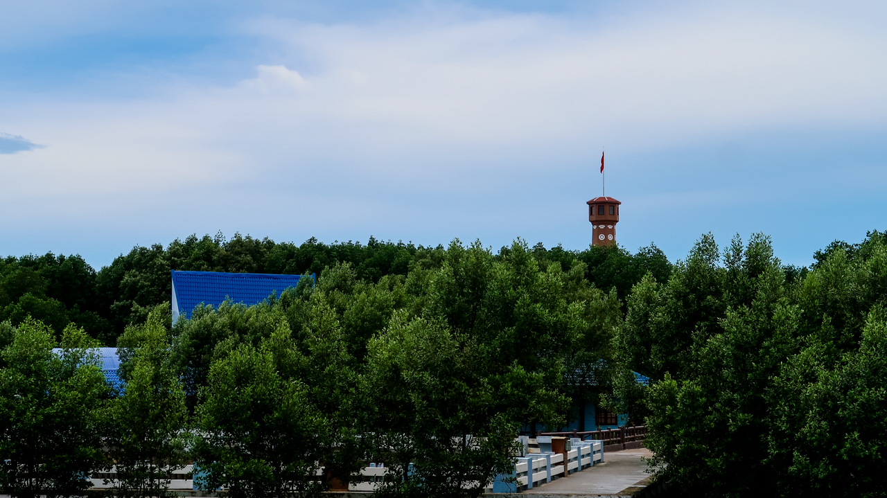 Cột cờ Hà Nội Cà Mau nhìn từ xa