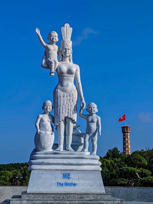 Tượng đài mẹ Âu Cơ ở Cà Mau