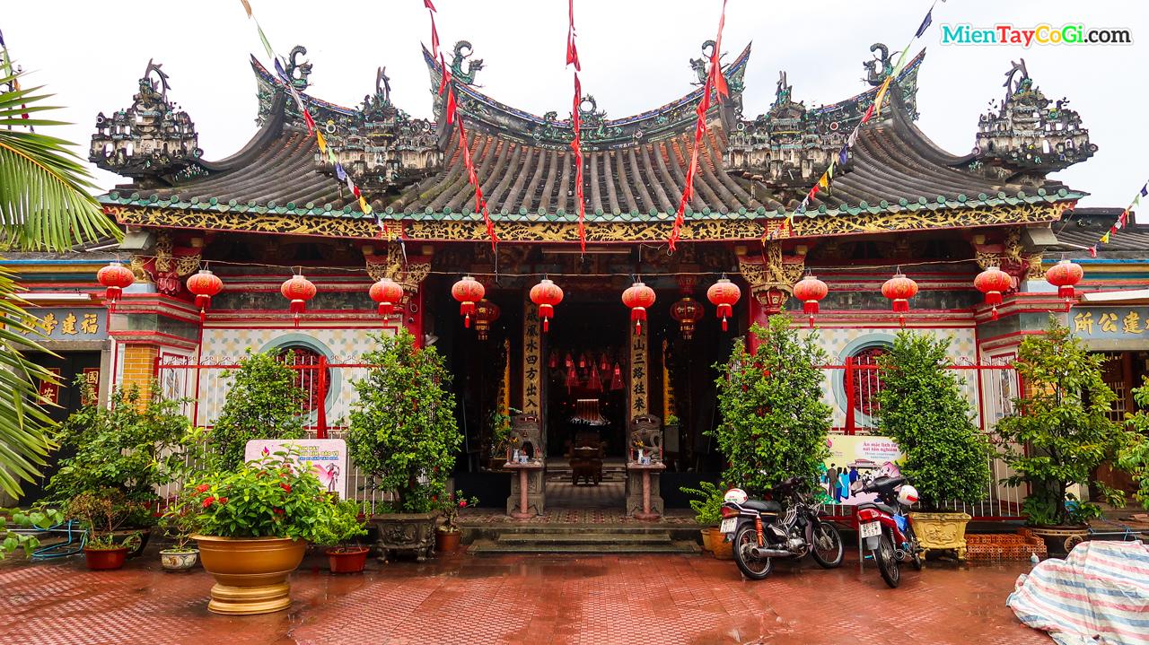 Chùa Kiến An Cung là địa điểm du lịch miền Tây dịp Tết khá linh thiêng ở Đồng Tháp