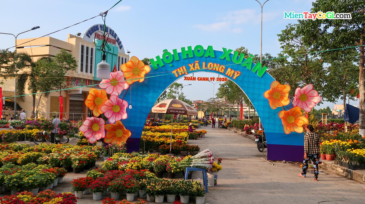 Hội hoa xuân ở chợ hoa Tết miền Tây tại Long Mỹ Hậu Giang