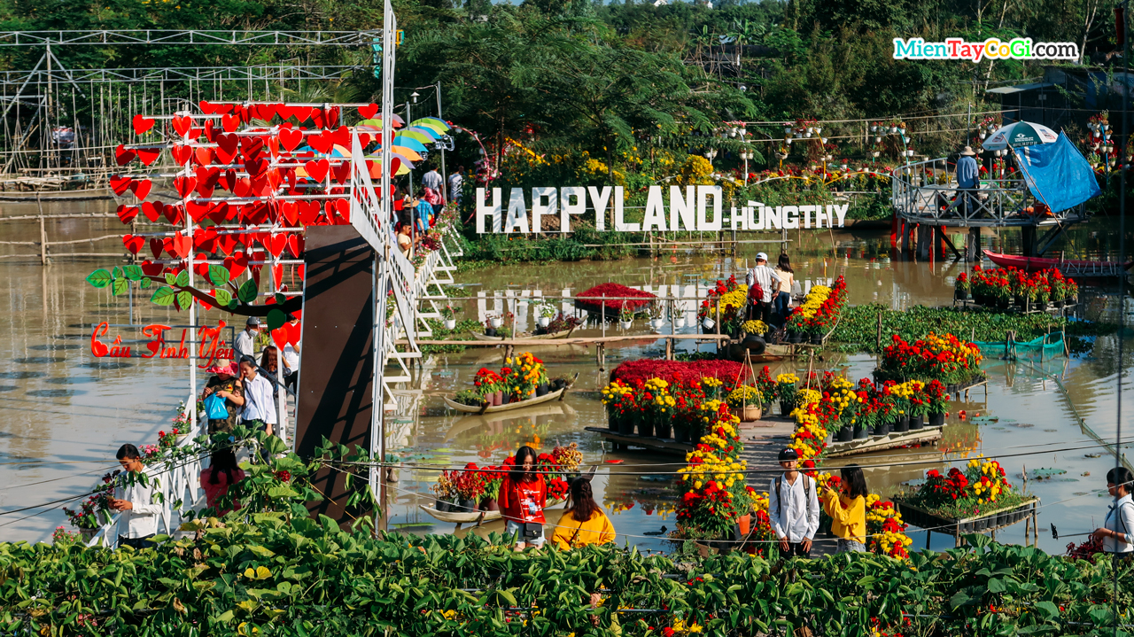 Happy Land Hung Thy tourist site Sa Dec Flower Village