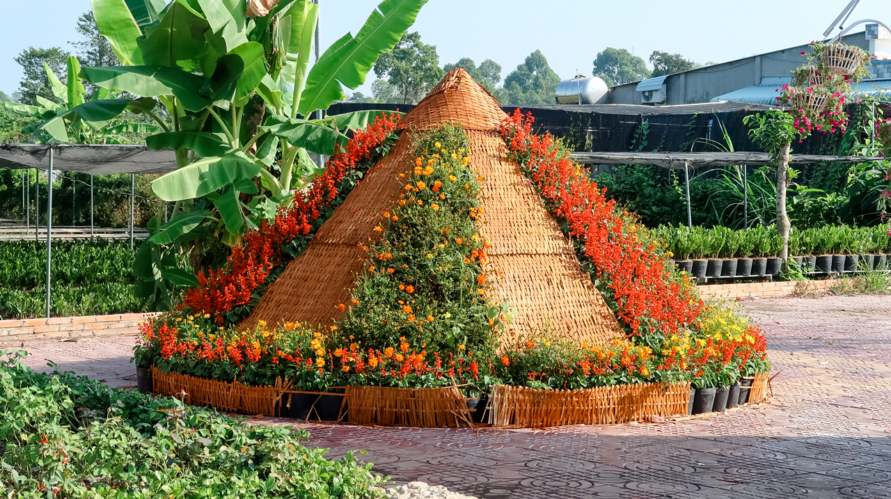 Displayed model at the entrance to Dong Thap flower village