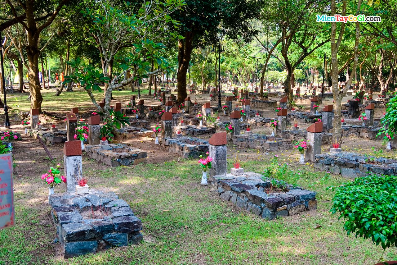 Nghĩa trang Hàng Dương có hơn 2000 ngôi mộ