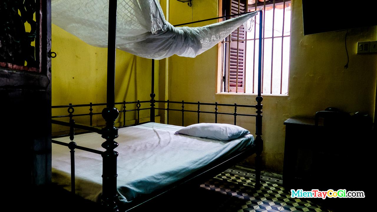 Phòng ngủ nhà cổ Huỳnh Thủy Lê