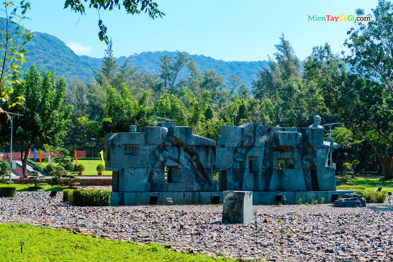 Tượng đài tưởng niệm những người liệt sĩ