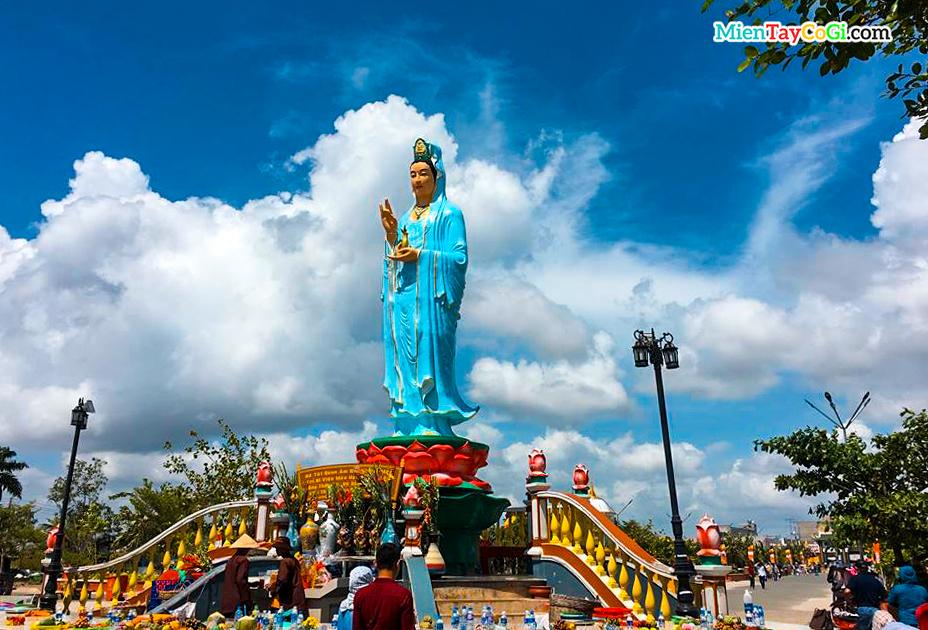 Mẹ Nam Hải là địa điểm du lịch miền Tây dịp Tết cầu lộc đầu năm