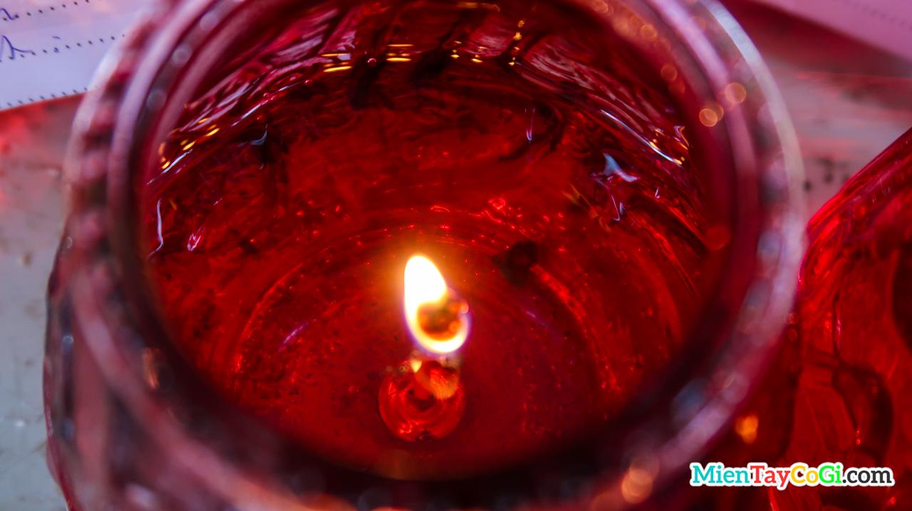 Ánh nến cầu an ở chùa Phật Học