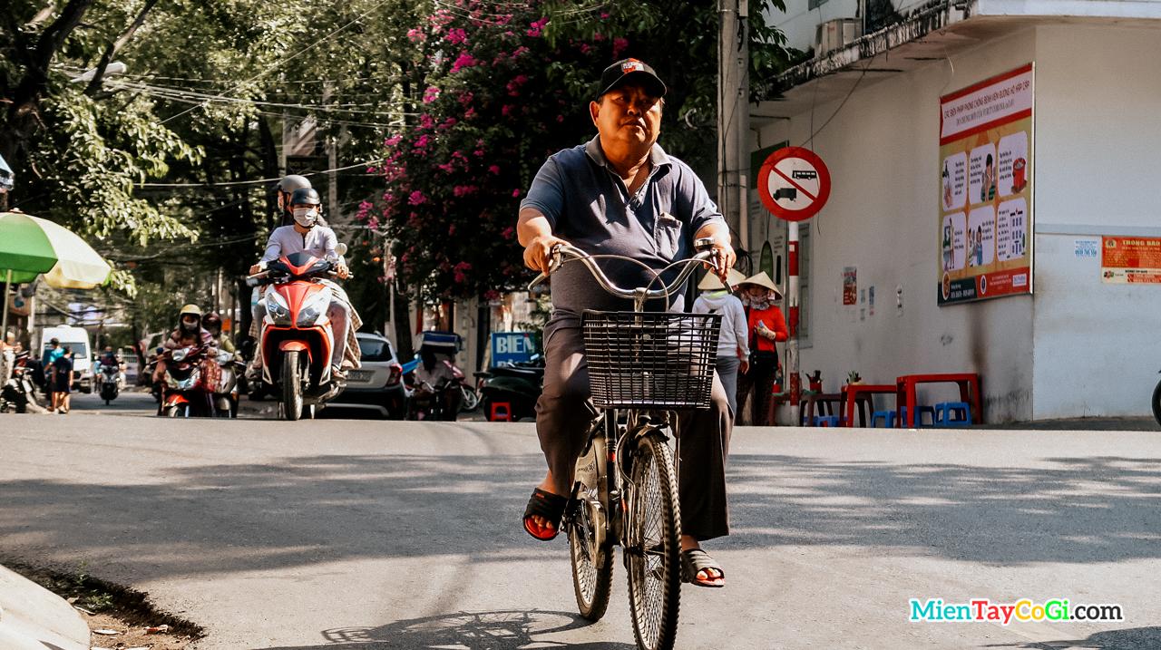Ảnh người lái xe đạp ở Cần Thơ