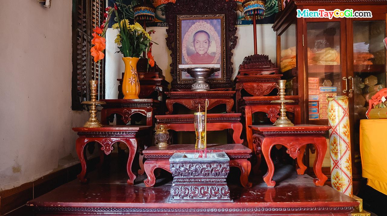 Bàn thờ 1 vị sư quá cố ở chùa Khmer Cần Thơ