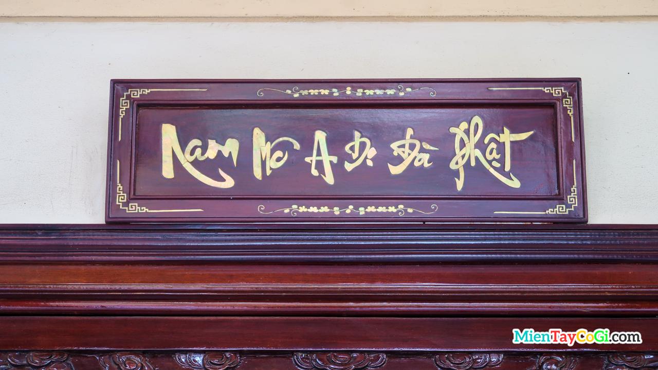 Bảng hiệu Nam mô A Di Đà Phật