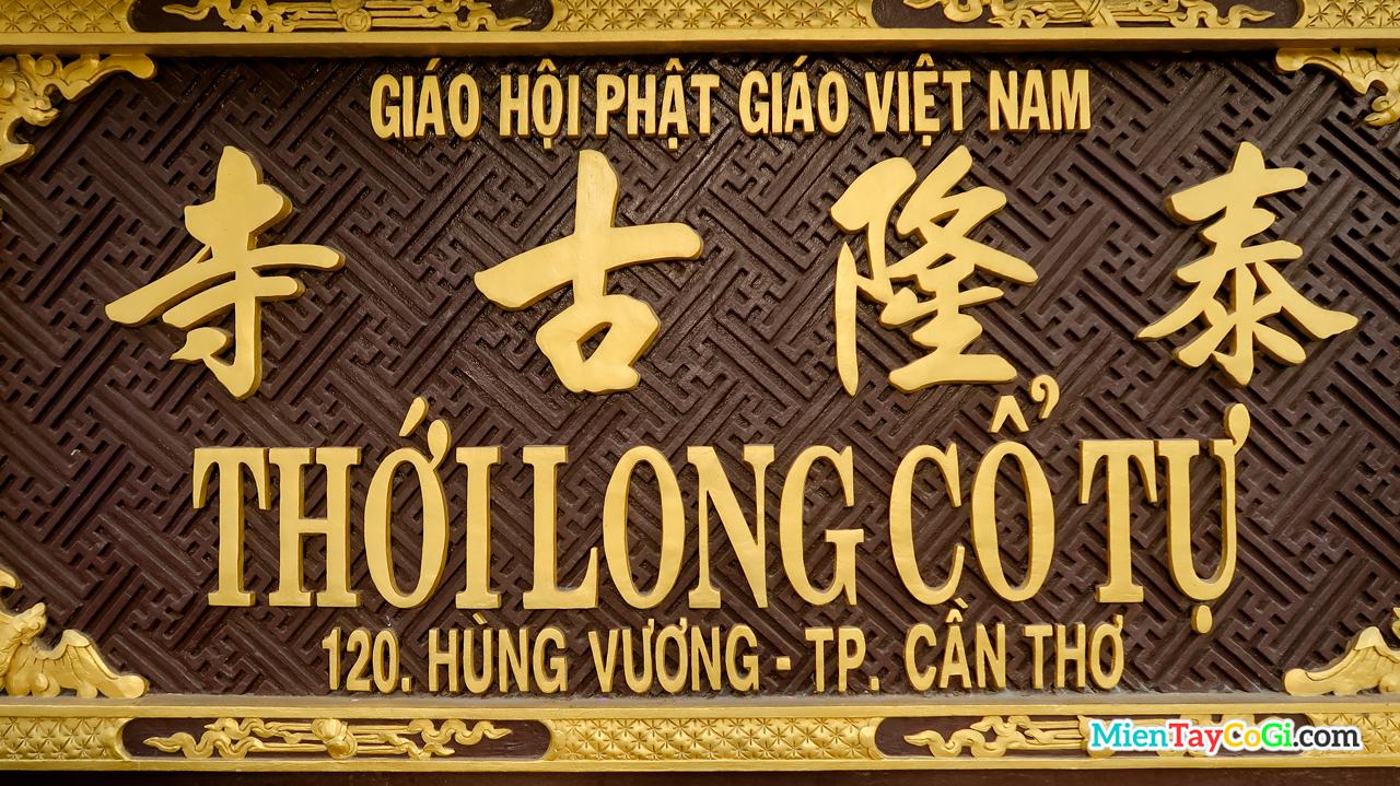 Bảng hiệu Thới Long Cổ Tự ở trước cổng chùa