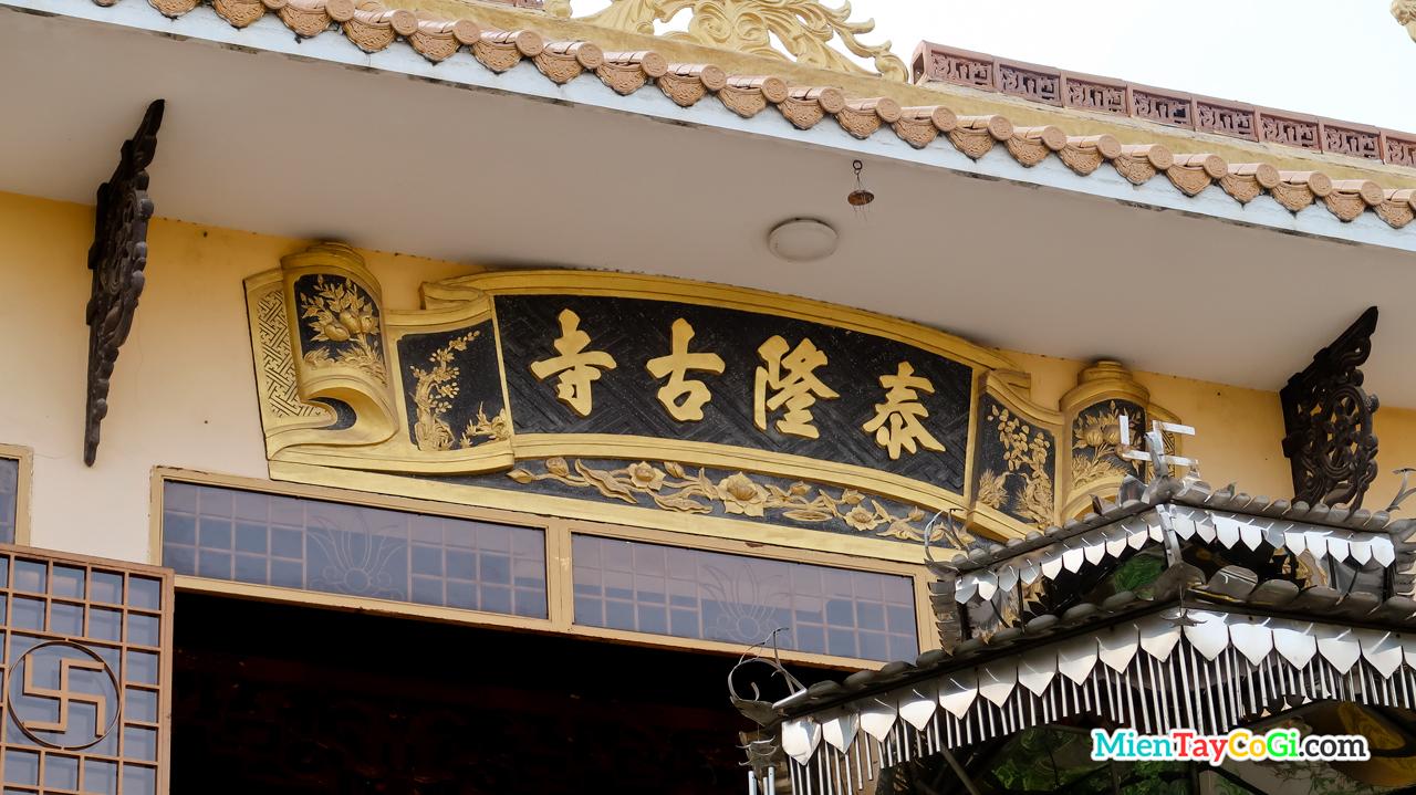 Bảng hiệu Thới Long Cổ Tự bằng chữ Hán