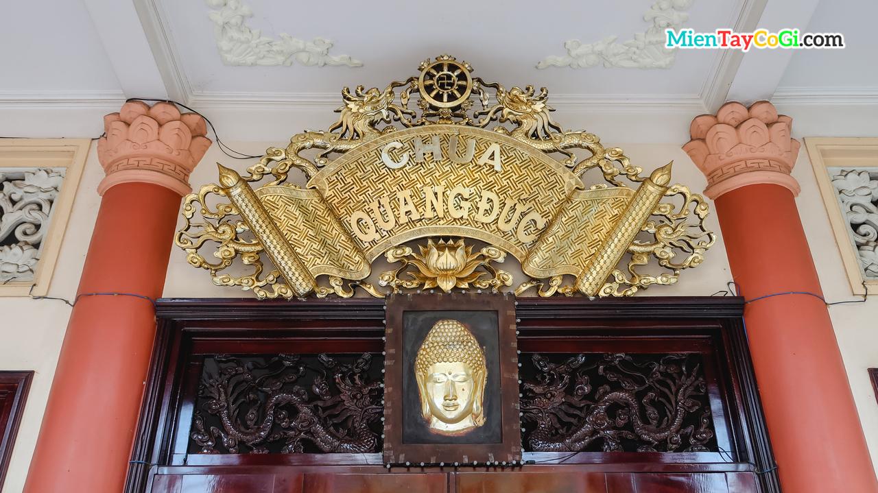 Bảng vàng chùa Quang Đức