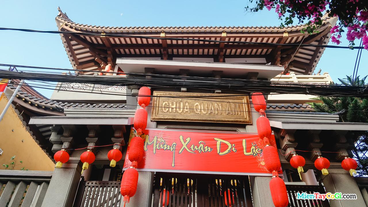 Cổng chùa Quan Âm Cần Thơ