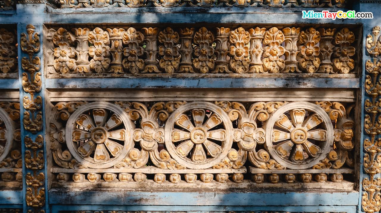 Hoa văn bên ngoài cổng chùa Khmer Cần Thơ