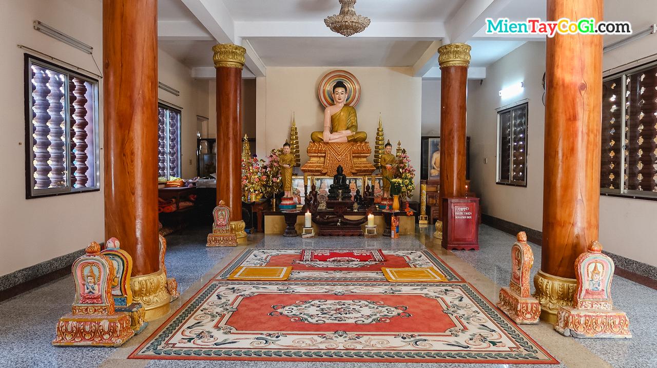 Không gian điện thờ chùa Khmer Cần Thơ