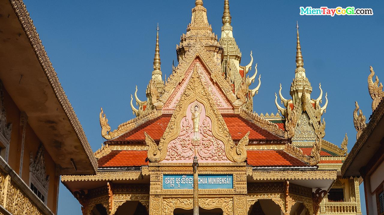 Kiến trúc chùa mô phỏng đền Ankor Wat ở Campuchia