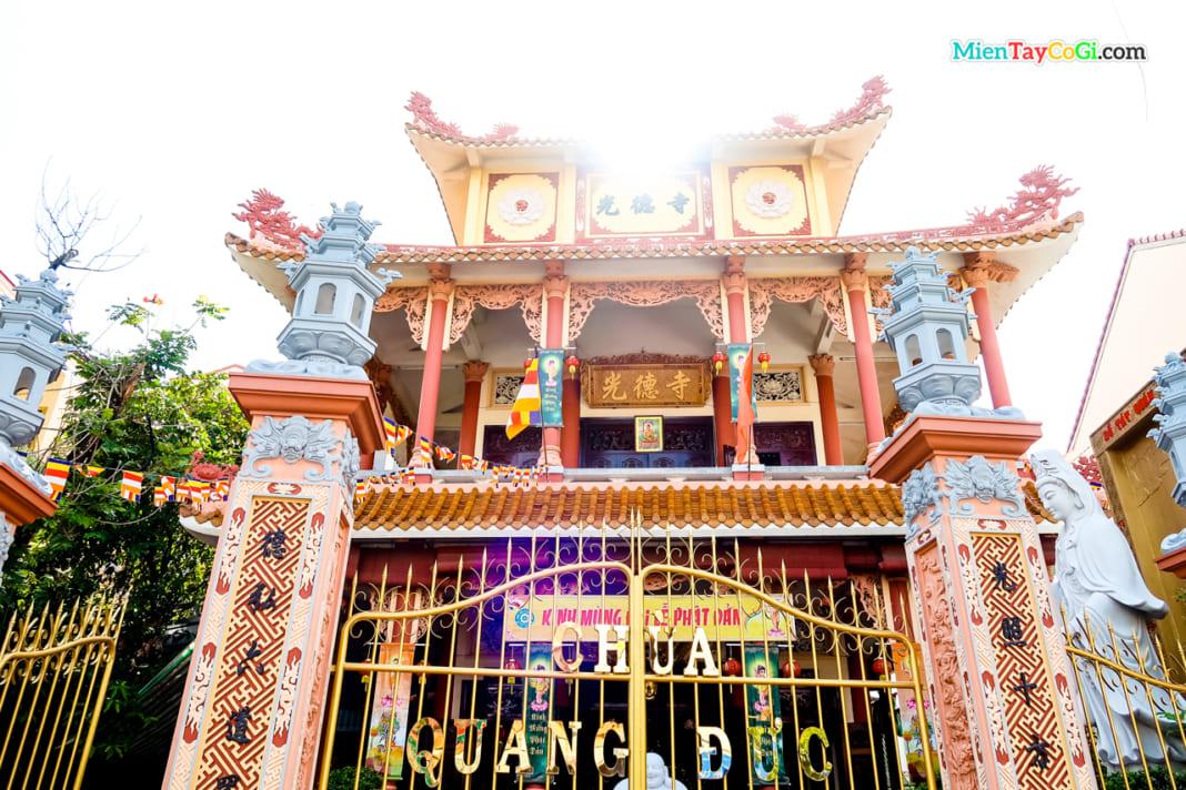 Kiến trúc chùa Quang Đức từ ngoài nhìn vào