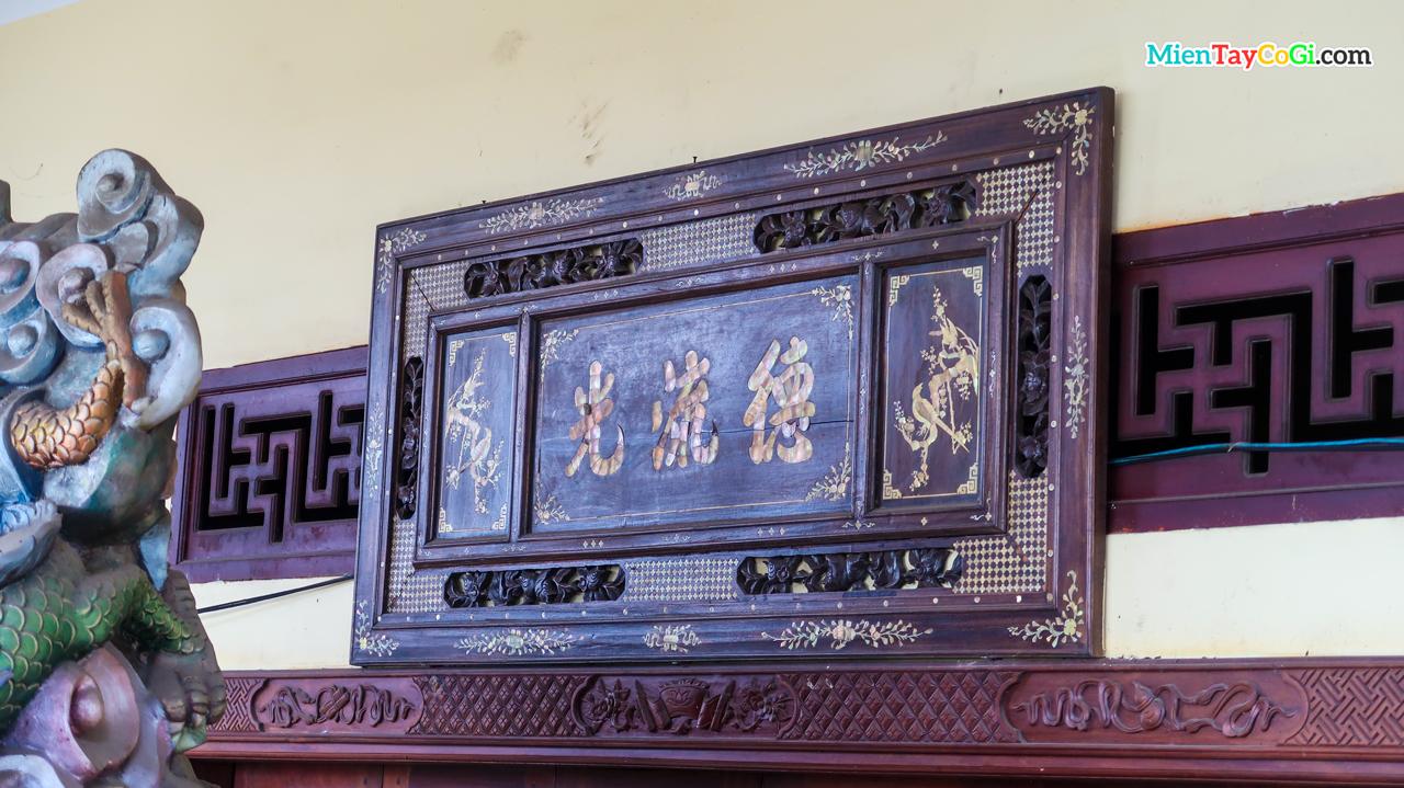 Một bản hiệu chữ hán trong chùa Phật Học