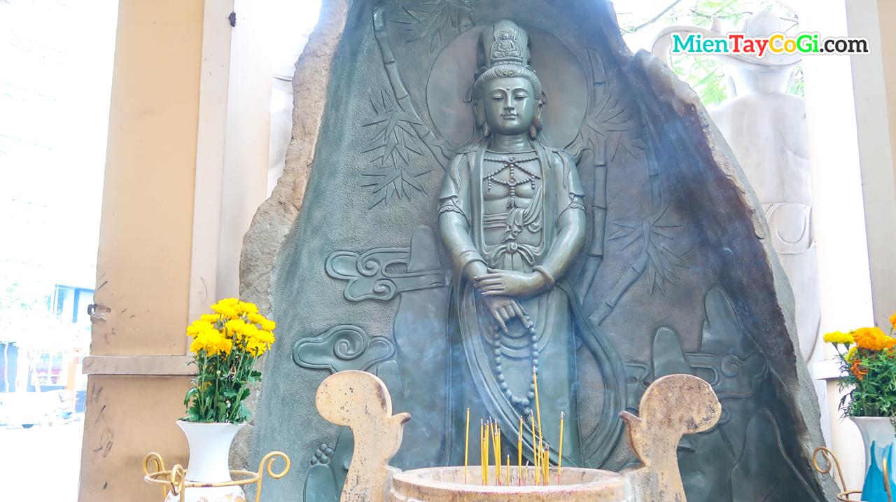 Một tượng Phật Bồ Tát