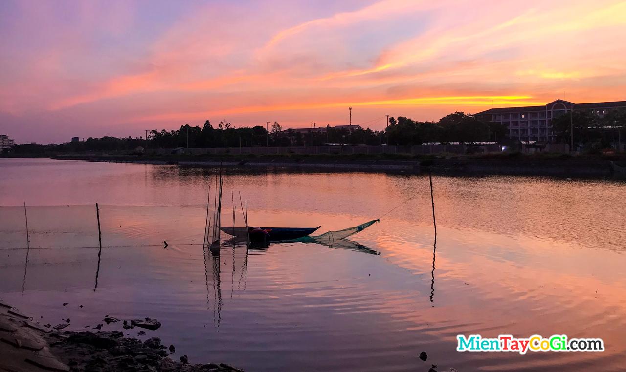 Bắt cá giữa lòng thành phố | Bình minh và những người chài lưới