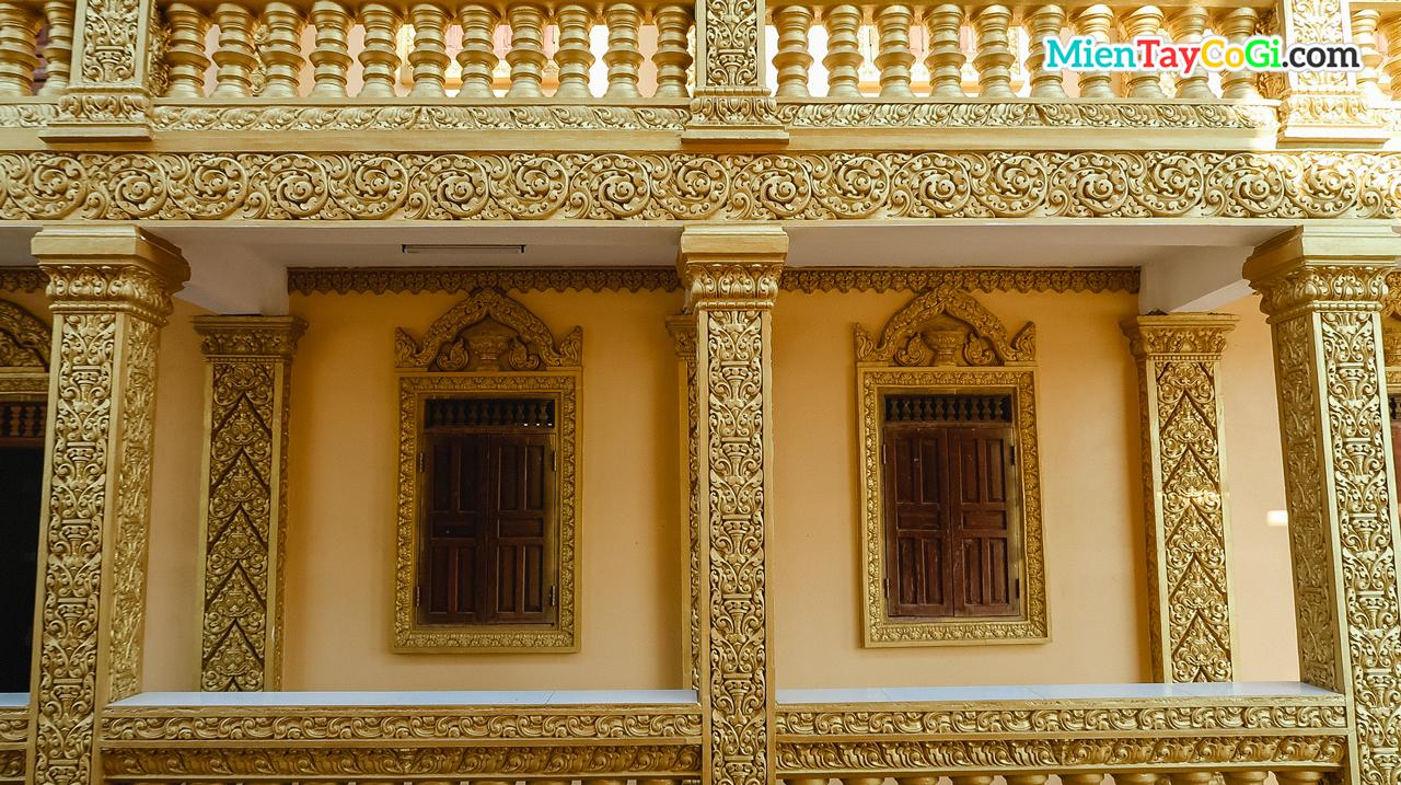 Phòng ở phủ lớp vàng đặc trưng của chùa Khmer Nam Bộ