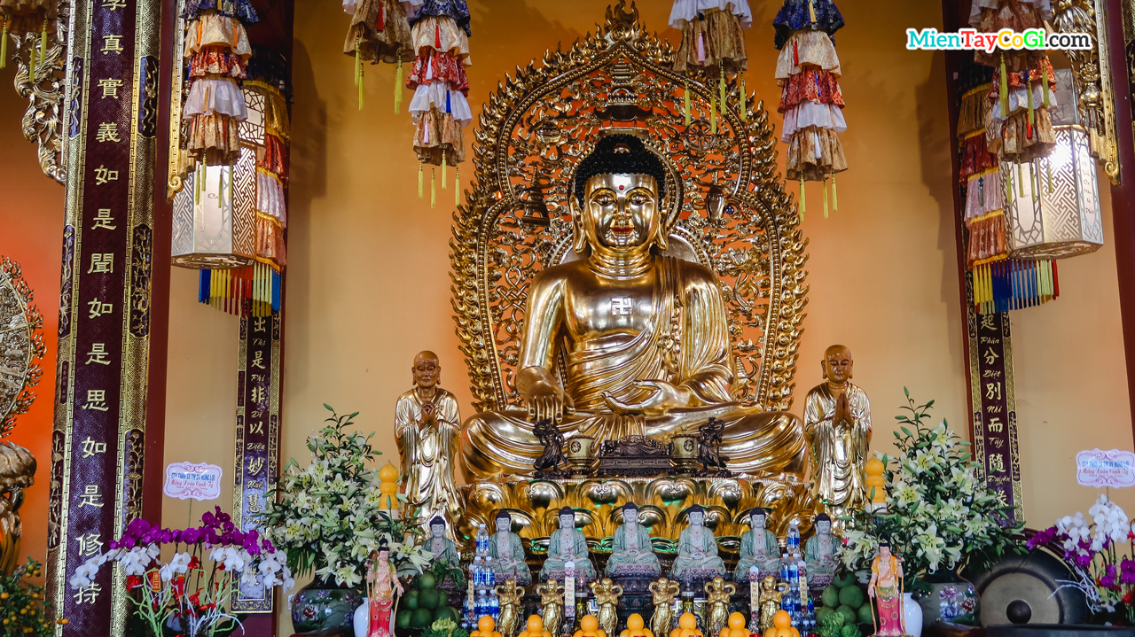 Tượng Phật A Di Đà dát vàng
